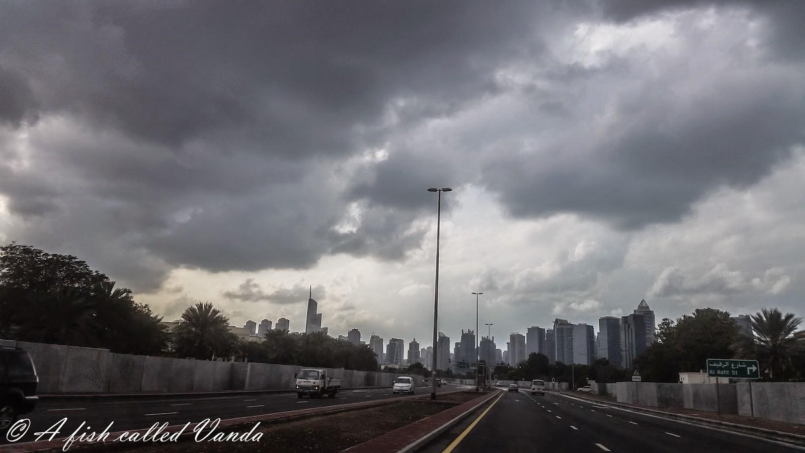 Dubaj w chmurach, #Dubaj, pogoda w Dubaju